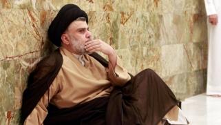 مقتدى الصدر يلوّح بقوّته الجماهيرية في سباق تشكيل الحكومة العراقية