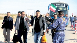 زوار إيرانيون يحولون أربعينية الحسين إلى عبء أمني على العراق