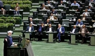الأزمة الاقتصادية تطيح بوزيري النقل والصناعة في إيران