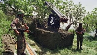 تحذيرات دولية من تدفق السلاح الإيراني على حزب الله