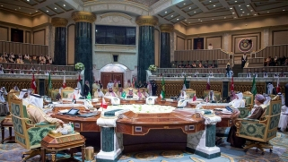 الاتحاد الأوروبي يسعى إلى تنظيم مؤتمر لحل الأزمة الخليجية