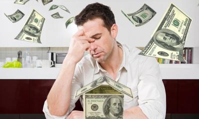 كيف نتصرف عندما نغرق في الديون؟