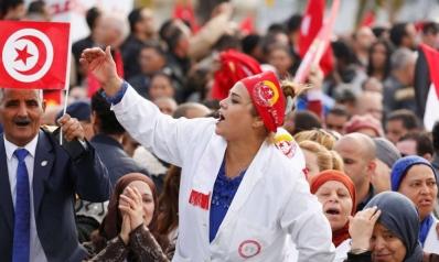 السترات الحمراء تفاقم الغضب الاجتماعي في تونس