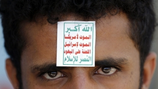 شبكات حوثية تدير عائدات النفط الإيراني لتمويل الحرب