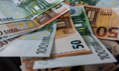 اليورو يترنح تحت ضربات التباطؤ والتطرف