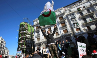 ضغوط النقابات والجيش تدفع السلطات الجزائرية إلى البحث عن خطة بديلة