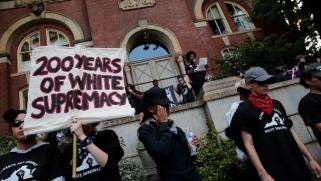 واشنطن بوست: أميركا بحاجة لمعاملة العنصرية البيضاء باعتبارها القاتل العالمي الحقيقي