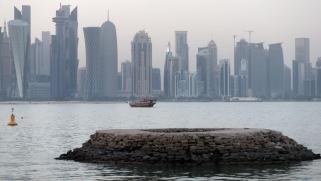 قطر تجمد الأنشطة الجديدة لبنك أبو ظبي الأول