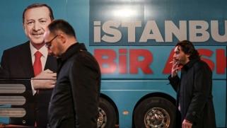 الهزيمة الانتخابية والأزمة الاقتصادية تعيدان أردوغان إلى قضية خاشقجي