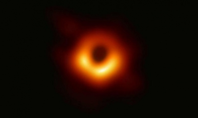 علماء العالم ينشرون أول صورة التقطت للثقب الأسود