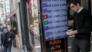 تركيا تعيد فرض ضريبة على التعاملات بالعملات الأجنبية لدعم إيراداتها