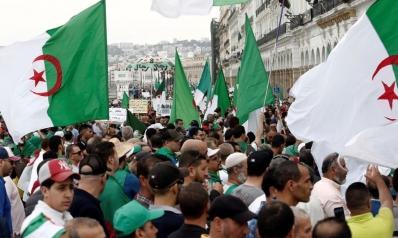 الجزائر.. ضبابية المشهد السياسي تنذر بأزمة اقتصادية حادة
