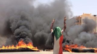 غياب الثقة بين المجلس الانتقالي السوداني وقادة الاحتجاج يرفع مستوى التصعيد