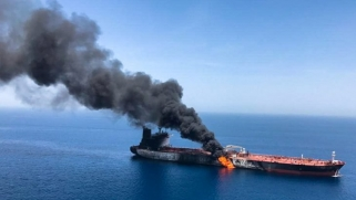 تفجير السفن في الخليج .. لعبة غامضة قد تؤدي لحرب