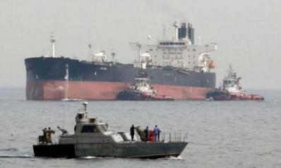 هجوم يستهدف ناقلتي نفط في بحر عمان وإيران تعلن إنقاذ 44 بحارا
