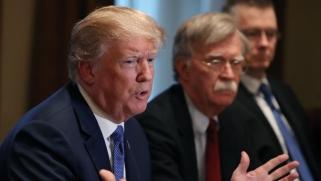 """حاولوا دفعه لشن حرب على إيران.. ترامب """"مشمئز"""" من نصائح الصقور"""
