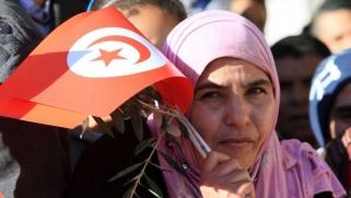 إخوان تونس يغيّرون جلدتهم القديمة لتلافي العزلة
