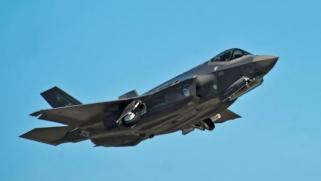 """أمريكا تستبعد تركيا من برنامج الطائرة """"إف-35"""" بعد شرائها صواريخ روسية"""