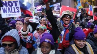 التاريخ العنصري لأميركا يلاحق الحملات الانتخابية