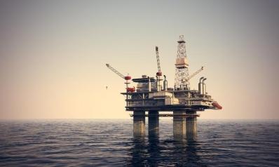 تصاعد توترات الشرق الأوسط ترفع أسعار النفط وتوقعات ضعف الطلب تكبح المكاسب