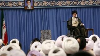 خامنئي يعزف على وتر المقاومة لتخفيف الضغوط على طهران