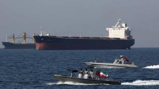 """بعد الحشد العسكري في الخليج… هل يتكرر سيناريو """"تونكين 2"""" مع إيران؟"""
