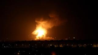 ردا على الصواريخ التي قطعت كلمة نتنياهو.. إسرائيل تقصف غزة