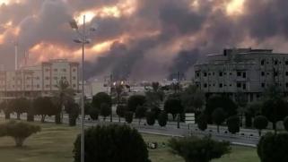 """السعودية: السيطرة على حريقين استهدفا منشأتين لأرامكو بطائرات """"درون"""""""