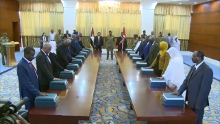 من المطرقة إلى المشرط.. كيف تستطيع القوى الخارجية دعم السودان؟