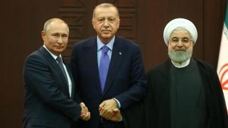 """قمة ثلاثية بأنقرة.. بوتين يعلن الاتفاق على """"أساس حل دائم"""" بسوريا"""