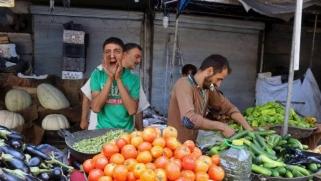 انحدار الليرة يلهب الأسعار في الأسواق السورية