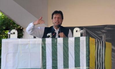 عمران خان: حملة الهند في كشمير ستدفع مزيدا من المسلمين للتطرف