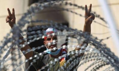 عراقيون يتطوعون لمكافحة الأخبار الكاذبة التي تغذيها الأزمات