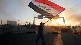 العراق.. مئات المتظاهرين يقتحمون المنطقة الخضراء وسط بغداد