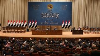 """تجميد مجالس المحافظات… قرار """"غير دستوري"""" لتهدئة المحتجين في العراق"""