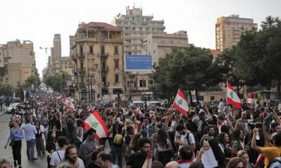 كيف تناولت إيران تظاهرات الدول العربية منذ 2011 وحتى لبنان والعراق؟
