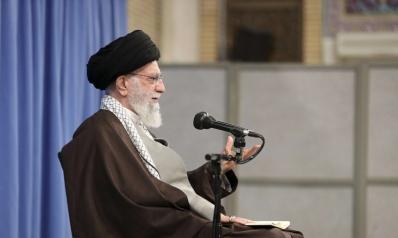 """خامنئي لا يعترف بانتفاضة الإيرانيين ويتهم """"الأعداء"""" بتأجيجها"""