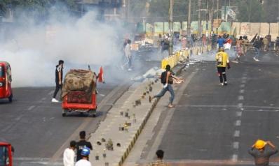 مقتل متظاهرين بقنابل غاز في بغداد وإغلاق طرق في المحافظات الجنوبية