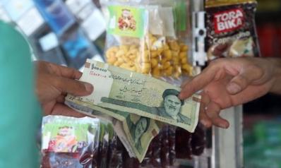 تقلبات العملة الإيرانية… هبوط الريال يرفع الأسعار والحكومة تهدد المضاربين