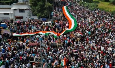 """""""اذهبوا لباكستان"""".. تهديد بمصادرة ممتلكات المسلمين المحتجين بالهند"""