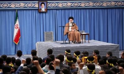 ثورات الشعوب مشهد جديد لانهيار نظرية الحكم في إيران