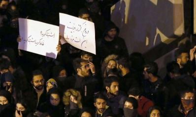 طهران تنتفض ضد النظام: تمزيق صور قاسم سليماني