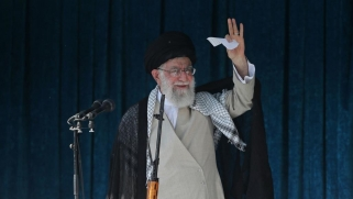 """خامنئي يدين """"بشدة"""" الغارات الأميركية على الحشد ويهدد بضرب من يستهدف مصالح إيران"""