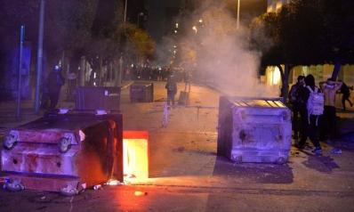"""احتجاجات لبنان.. مواجهات أمام المصرف المركزي ببيروت والأمم المتحدة تدعو """"للإصغاء"""" للمتظاهرين"""