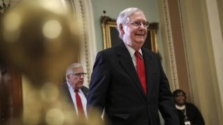 عزل ترامب.. مجلس الشيوخ يقرّ إجراءات المحاكمة ويرفض مقترحات الديمقراطيين