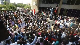 السودان: هل يمكن أن يساهم الإسلاميون في دعم الديمقراطية؟