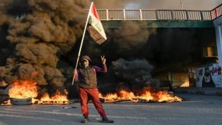 انتفاضة العراق: قطع الطرق وإغلاق المؤسسات يشل الحركة في بغداد والجنوب
