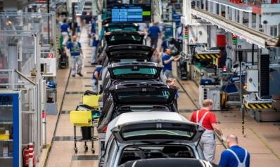 ترامب يهدد برسوم عقابية على السيارات الأوروبية