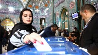 خامنئي دعا للمشاركة بكثافة.. الإيرانيون يواصلون التصويت بالانتخابات البرلمانية