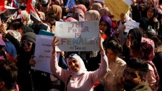 آلاف العراقيات يتظاهرن ببغداد والبصرة والناصرية دفاعا عن دورهن بالاحتجاجات